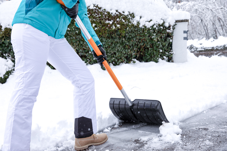 How To Stay Safe While Shoveling Snow 1